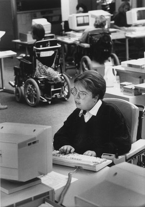 A person with a physical cognitive disability at work. Sozialarchiv, Zurich, Sozarch_F_5032-Fb-0723.