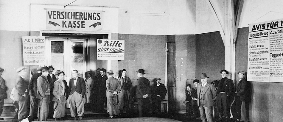 Insurance fund - Städtische Krisenhilfe Zürich (Zurich Crisis Assistance), waiting hall in the Helmhaus building, 1936, photographer Edy Meyer, source: Sozialarchiv, Zurich.
